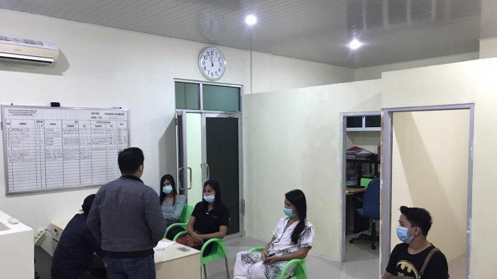 Tim Naga dan Intelkam Polres Pangkalpinang, amankan empat orang, tiga diantaranya pemeran video tiktok di Tugu Nol Kilometer, Pangkalpinang, Selasa (19/1/2021) malam.