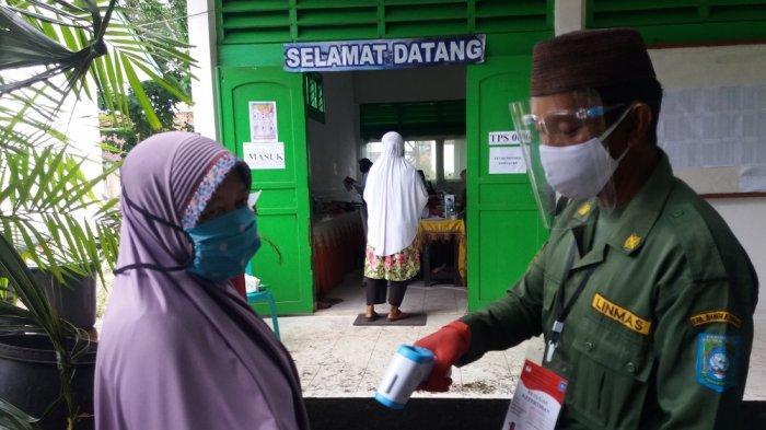 Meski Bikin Repot Saat Nyoblos, Pemilih Pilkada Bangka Tengah Maklumi Penerapan Protokol Kesehatan