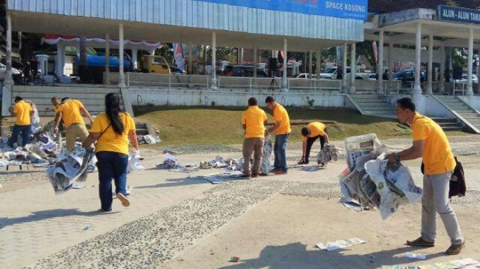 Ormas Pemuda Katolik Bantu Bersihkan Sampah Setelah Salat Idul Adha