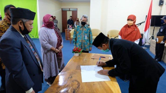 Ibrahim Lantik Nizwan Zukhri dan Sri Rahayu Sebagai Wakil Rektor UBB