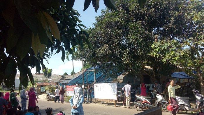 Pemilih di TPS 06 Tanjung Ketapang Bangka Selatan Rela Antre hingga ke Jalan