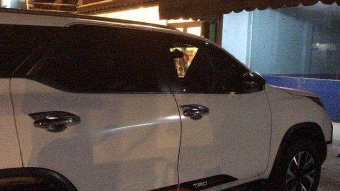 Cek Rp 41,9 Miliar dan Uang Rp 550 Juta Dicuri dari Sebuah Mobil Fortuner Saat Pemiliknya Makan Sate