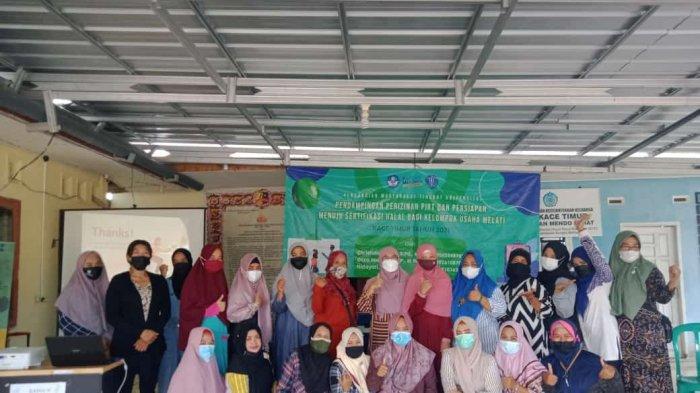 Universitas Bangka Belitung (UBB) melakukan kegiatan pengabdian kepada masyarakat Desa Kace Timur bertempat di Kantor Desa Kace Timur, Sabtu 3/7