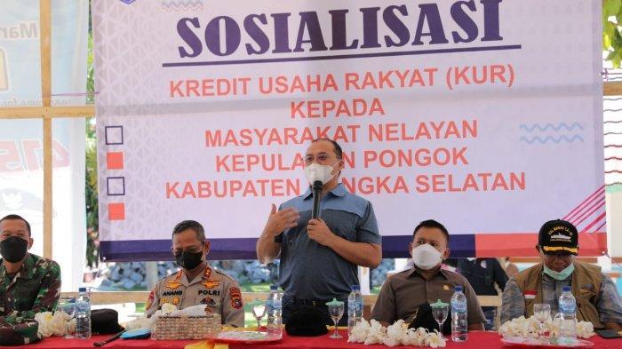 Seberangi Lautan, Gubernur Erzaldi Rosman Salurkan Bantuan di Pulau Terluar Babel
