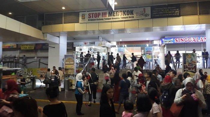 Pengunjung Mall Panik, Dikira Ada Teroris, Troli Belanjaan Ditinggal Lari, Tahunya Gempa