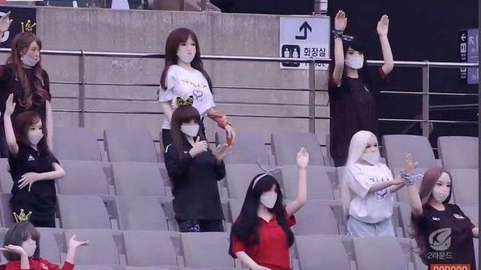Gantikan Penonton dengan Boneka Seks Isi Stadion Kosong, Klub Liga Korea Akhirnya Minta Maaf