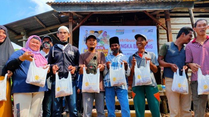 Warga Mualaf Dusun Pohin dan Air Jaya Dapat Daging Kurban