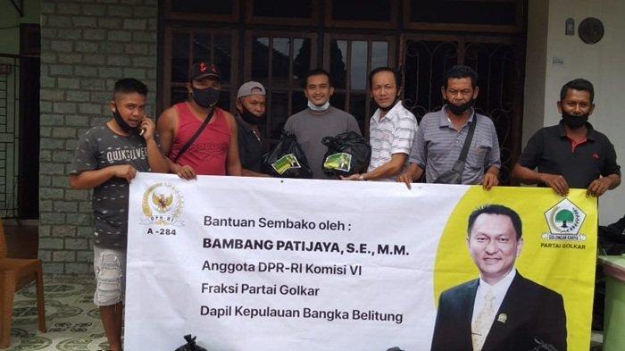 Bambang Patijaya Salurkan Paket Sembako dan Masker Kain di Wilayah Belinyu