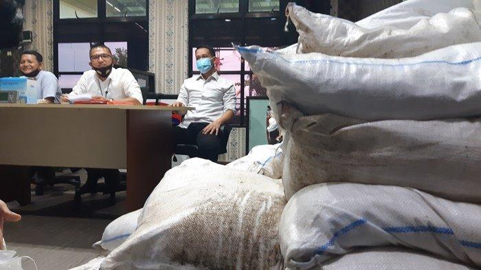 Anggota Dit Polairud Polda Bangka Belitung Nyamar Jadi Kuli Angkut Bongkar Penyelundupan Pasir Timah