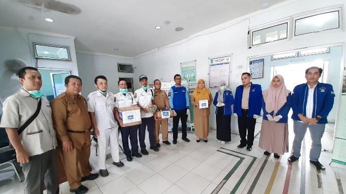 Peduli Tim Medis Ditengah Covid-19, DPC Demokrat Bangka Tengah Berikan Bingkisan ke Pihak RSUD