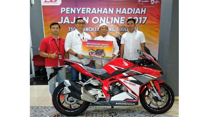 Pelanggan Lampung Terima CBR 250RR dari Telkomsel