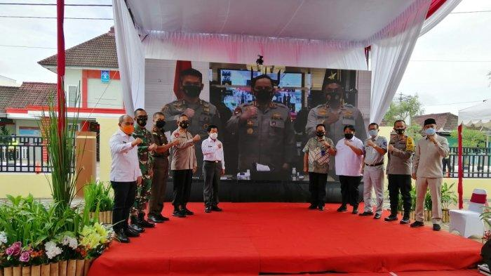 Kepala PT Jasa Raharja Cabang Kepulauan Cabang Kepulauan Bangka Belitung, Agus Doto Pitono didampingi oleh Kepala Unit Operasional dan Humas hadir dalam acara peresmian Gedung Polres Pangkalpinang.(Rabu, 16/12/2020)