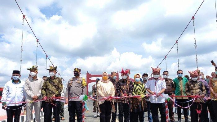 Jembatan Jerambah Gantung Kado Terindah Buat Pak Wali Kota, Molen: Momen Terindah dalam Hidup Saya