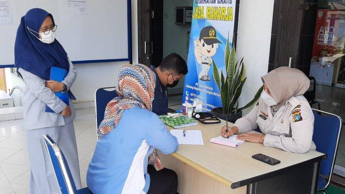 Rabu (21/4) PT Jasa Raharja Cabang Kepulauan Bangka Belitung memberikan pelayanan kesehatan gratis kepada wajib pajak dan pegawai Samsat Pangkalpinang.