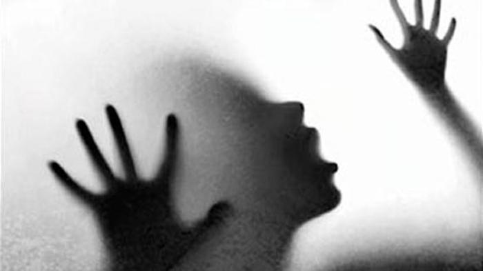 Gadis Belia Ini Menangis Dirudapaksa Oknum Polisi di Kantor Polsek, Ini Kronologi Kejadiannya