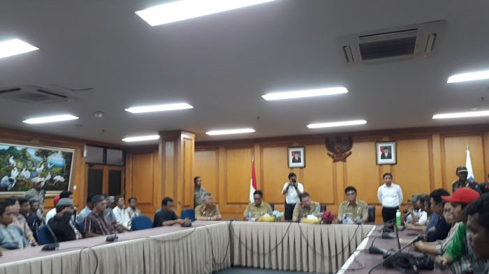 Desak Cabut Izin PT BRS, Gubernur Audiensi Via Telepon dengan Pendemo