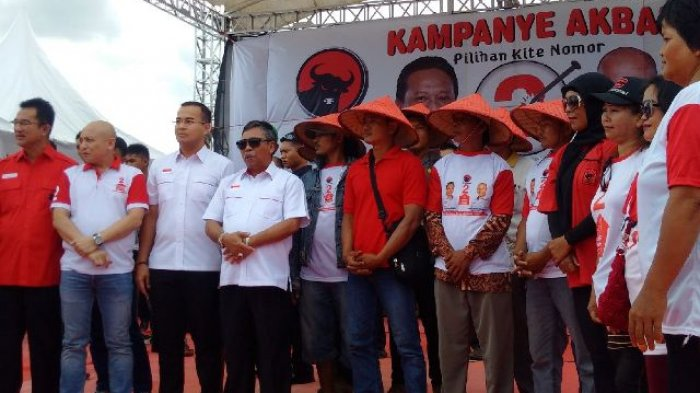 IRT, Nelayan dan PKL Tiba-Tiba Naik Keatas Panggung Saat Kampanye Akbar Rustam - Irwansyah