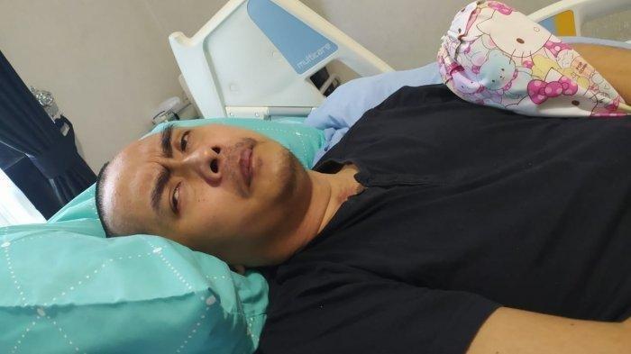Perwira polisi berpangkat Komppol, Aditya Mulya terbaring tak berdaya setelah jadi korban pengeroyokan saat melerai pertikaian dua kelompok silat di Wonogiri pada 2019.