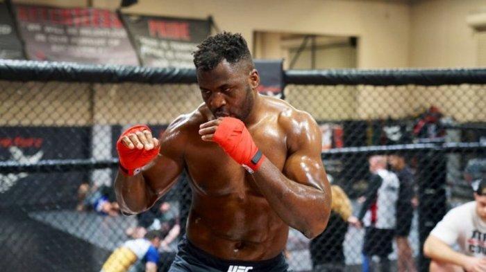 Francis Ngannou Tak Ingin Pikirkan Sabuk Juara Kelas Berat UFC