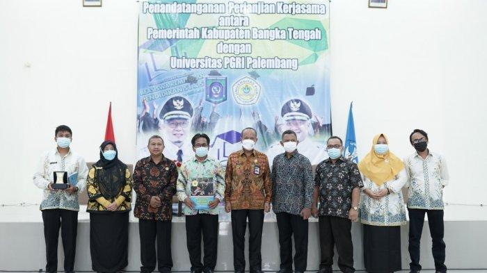 Universitas PGRI Palembang melakukan penandatanganan Perjanjian Kerjasama dengan Dinas Pendidikan Kabupaten Bangka Tengah dalam bidang peningkatan kualitas SDM di wilayah dinas Pendidikan BangkaTengah, Sabtu (10/4) di Aula LPMP kepulauan Bangka Belitung.
