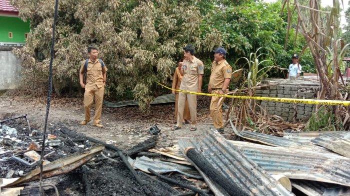 Bupati Bangka Tengah Berikan Bantuan Pada Korban Kebakaran di Lubuk Besar