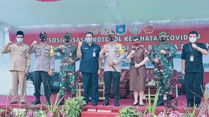 PJ Sekda Bangka Barat Hartono berfoto bersama unsur pimpinan Forkopimda.
