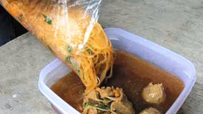 Risiko Mengerikan Membungkus Makanan Panas dengan Plastik