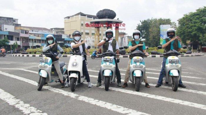 Motor Listrik Mengaspal di Belitung, Bisa Isi Baterai di Mana Pun - pln-2301.jpg