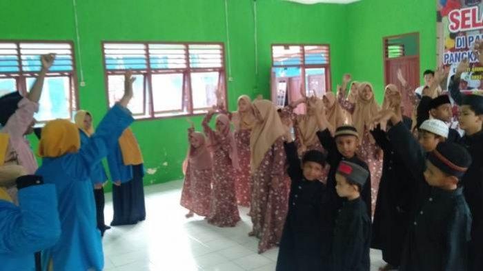 Kader PMII Berbagi Rezeki dan Ilmu Pada Anak Panti