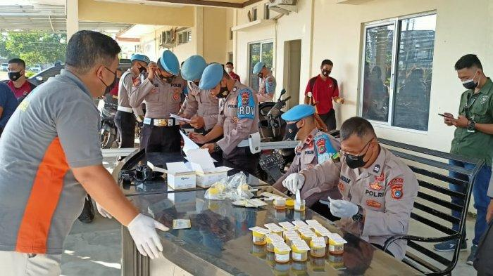 Subdit Propam Polda Kepulauan Bangka Belitung, memeriksa seluruh urine anggota Bidang Humas, Jumat (12/3/2021)