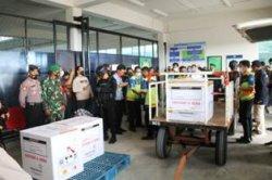 Polda Bangka Belitung dan TNI Kawal Distribusi Vaksin Covid-19