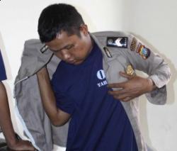 Mau Pamer Pakai Seragam Polisi ke Rumah Pacar, Pria Ini Malah Masuk Penjara Ketahuan Aslinya