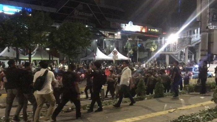 Kronologi Bentrokan Massa dan Polisi di Depan Kantor Bawaslu