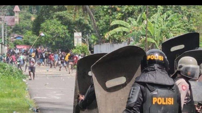 AKSI Demo Tuntut Kemerdekaan Papua di Sorong Ricuh, Massa Lempari Polisi