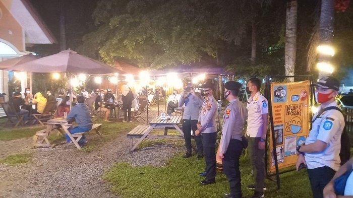 Anggota Polres dan Satpol PP Gelar Operasi Yustisi Sasar Pemuda Nongkrong di Warkop dan Kafe