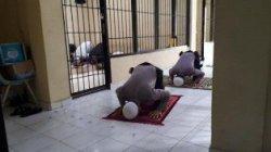 Pelita Polres Bangka Barat Wajibkan Tahanan Sholat Lima Waktu
