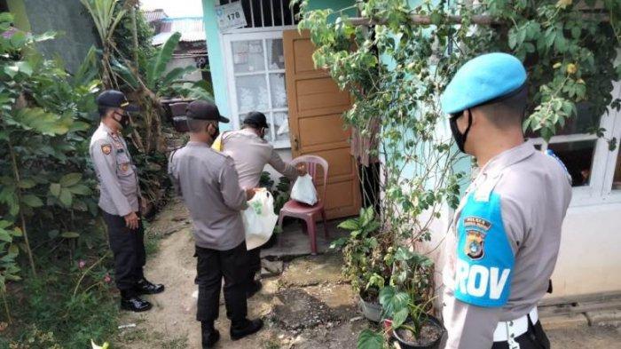 Polsek Gerungang memberikan bantuan sosial (Bansos) ke masyarakat di wilayah hukumnya, Kamis (25/2/2021).