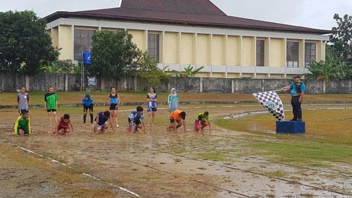 Byurrr Hujan Turun, Pertandingan Terganggu, Peserta Upacara Pembukaan Popda Belitung XI Berhamburan