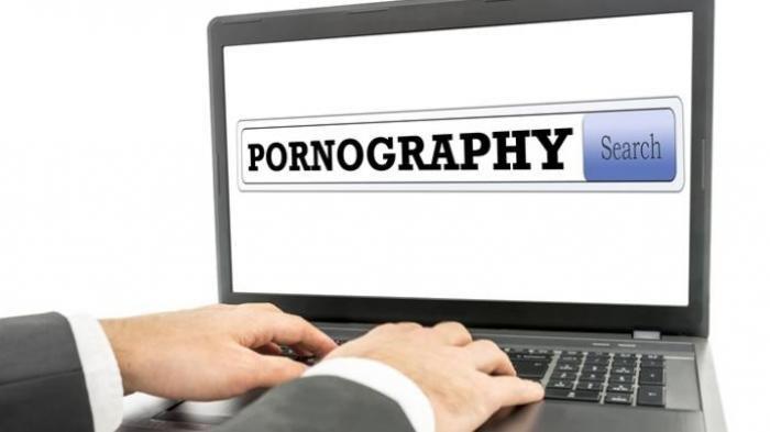 Buka Situs Porno, Alangkah Kagetnya Pria Ini Lihat Foto Telanjang Sang Istri, Ini Penyebabnya