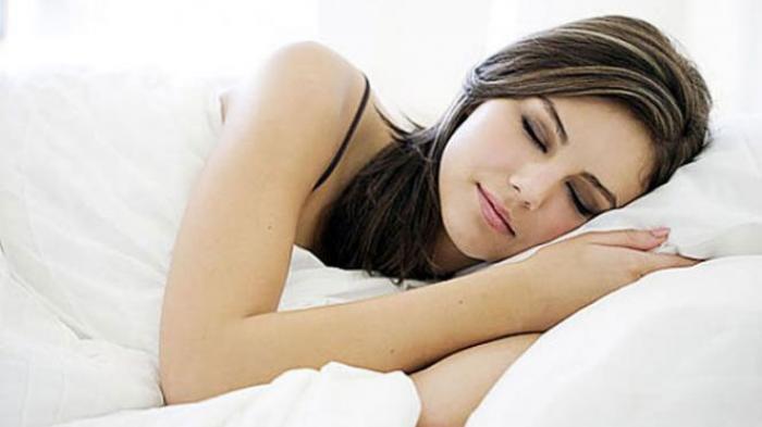 Ini Posisi Tidur yang Dianjurkan Untuk Mencegah Asam Lambung Naik