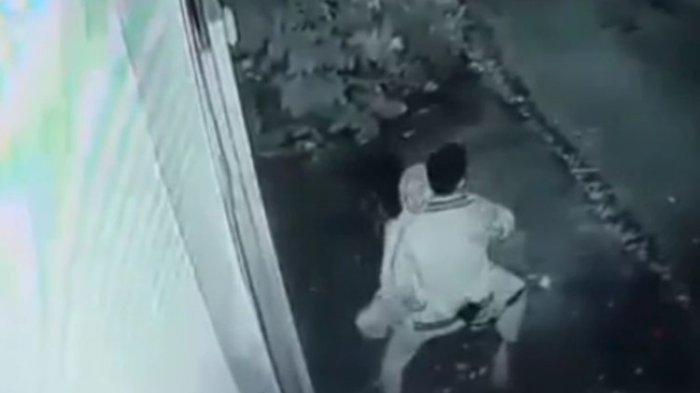 Video Viral 30 Detik Pasangan Remaja Mesum di Atas Sepeda Motor hingga Bergoyang, Terekam CCTV Hotel