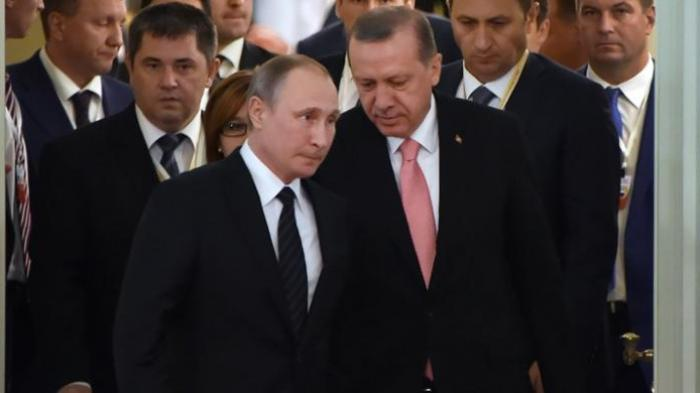 Presiden Turki Recep Tayyip Erdogan bertemu dengan Presiden Rusia Vladimir Putin di Istana Konstantinovski, St Petersburg, Rusia, Selasa (9/8/2016).