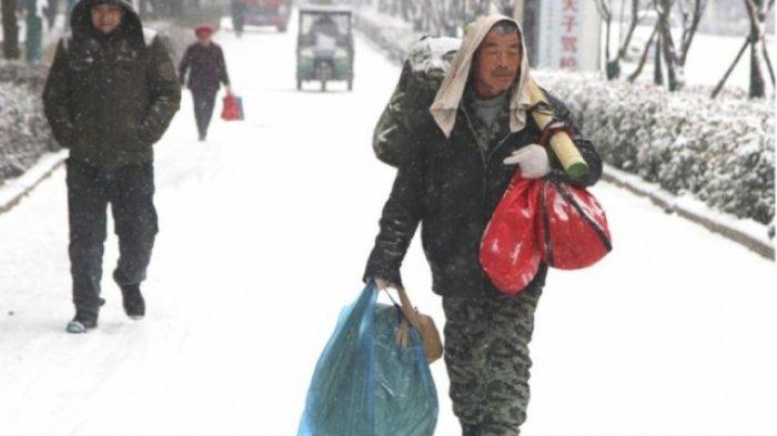 Kisahnya Viral, Cinta Sejati Pria 60 Tahun, Berjalan 40 Kilometer Demi Istri Saat Cuaca Bersalju