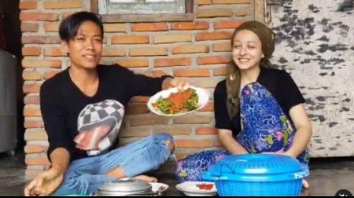 Manisnya Kisah Cinta Indra Pria Asal Lombok ini, Berhasil Taklukan dan Nikahi Melissa Bule Prancis