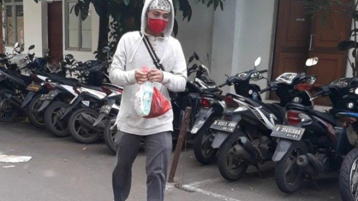 Seorang Pria Misterius Jenguk Dhawiya Zaida di Penjara