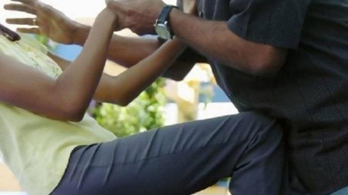 Pria Bawa Kampak Meneror Wanita, Remas Payudara dan Gerayani Kemaluan Korban
