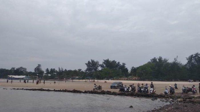 Pantai Pasir Padi yang berada di Jalan Raya Pasir Padi, Kota Pangkalpinang.