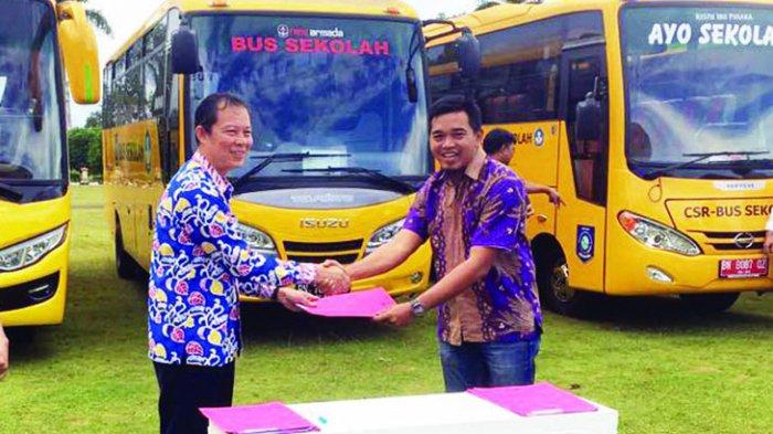 PT ACL Serahkan Bantuan Bus Sekolah ke Pemprov Babel