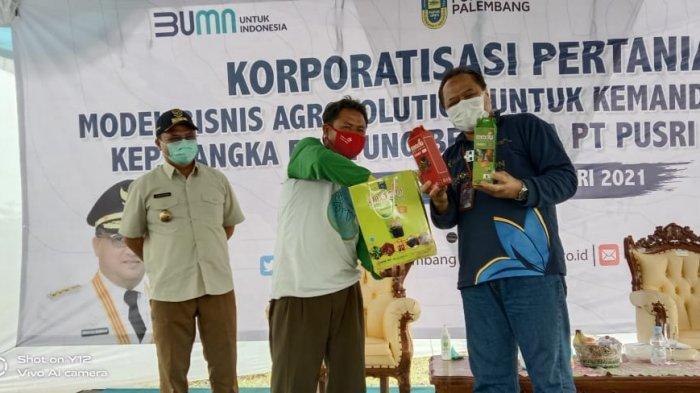 PT PUSRI Palembang yang merupakan anak perusahaan PT Pupuk Indonesia (Persero) bersama Pemprov Kepulauan Bangka Belitung melakukan diskusi dengan petani, distributor pupuk dan pengecer di Kecamatan Namang, Kabupaten Bangka Tengah, Kamis (7/1).