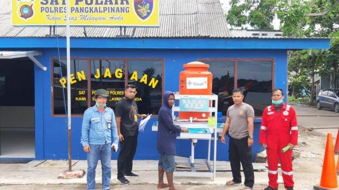 Cegah Covid-19, PT Timah Tbk Beri Bantuan Instalasi Cuci Tangan di TPI dan Pelabuhan Pangkalbalam